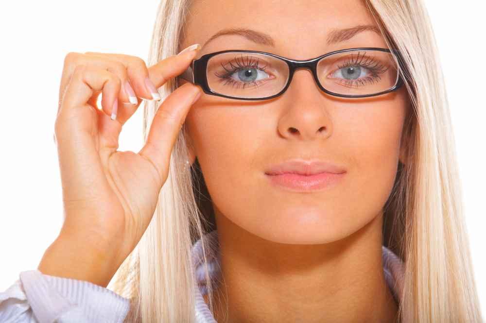 Specjalista zbadał wzrok w gabinecie okulistycznym w Białymstoku
