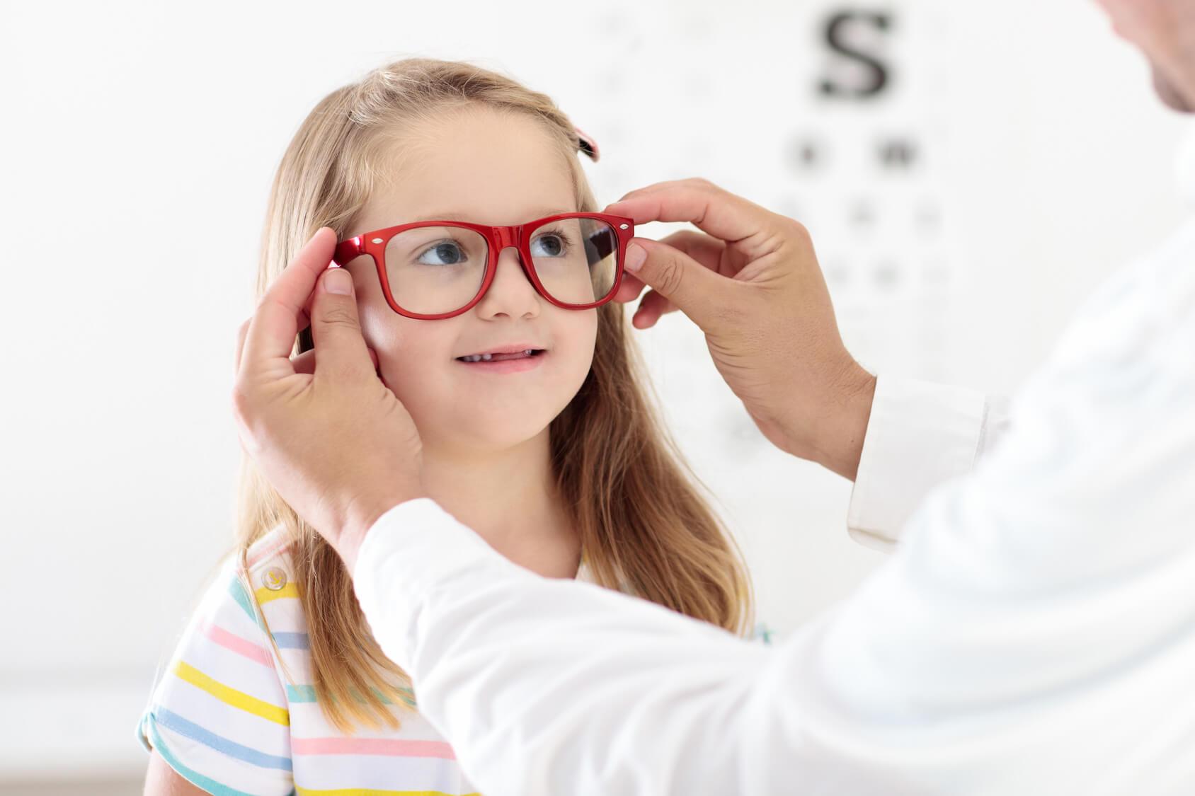 Dobry okulista na dziecięce problemy z wzrokiem