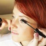 Soczewki kontaktowe a makijaż do żęs