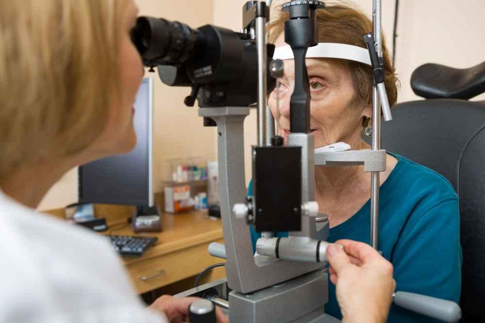 Optyk z Białegostoku u osoby starszej